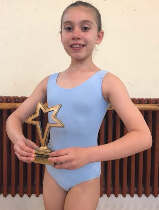 Emmerson 2017 Ballet High Achiever Award goes to Daisy Trinick